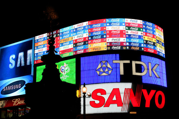artikel/1200px-Picadilly_Circus_London_by_night_2006.jpg
