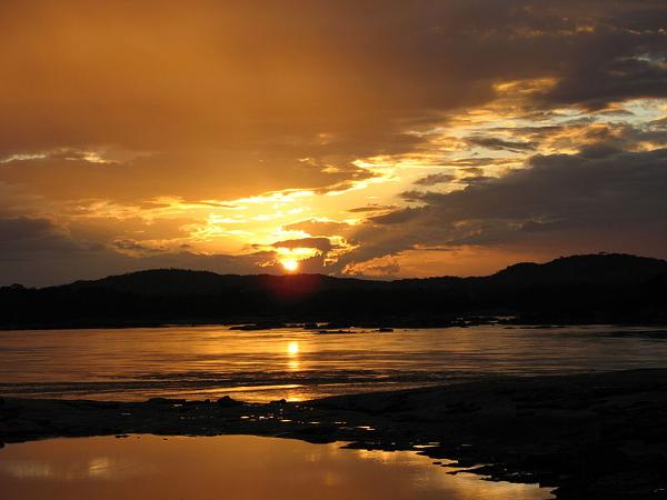 artikel/800px-Sonnenuntergang_Amazonas.JPG