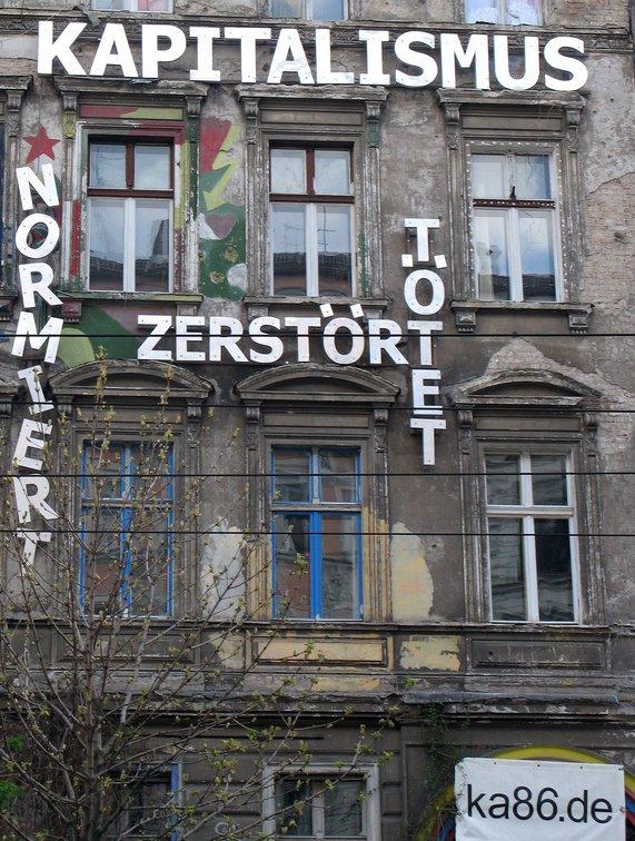 artikel/Kastanienallee_86_Kapitalismuskritik_bei_Tag.jpg
