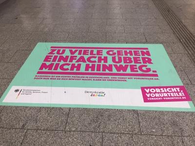 artikel/LAP /2020-12-09-Kampagne-gegen-Vorurteile-im-Bahnhof.jpg